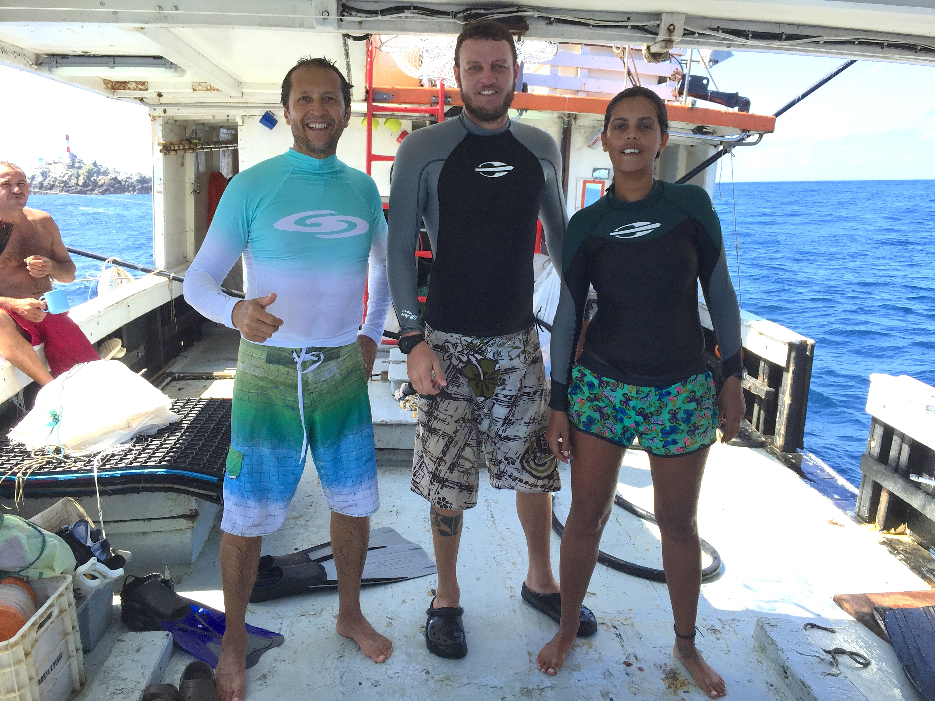 The research team after tagging the first Chilean devil rays of the expedition (from right to left, Sibele Mendonça, Bruno Macena and Ramón Bonfil).