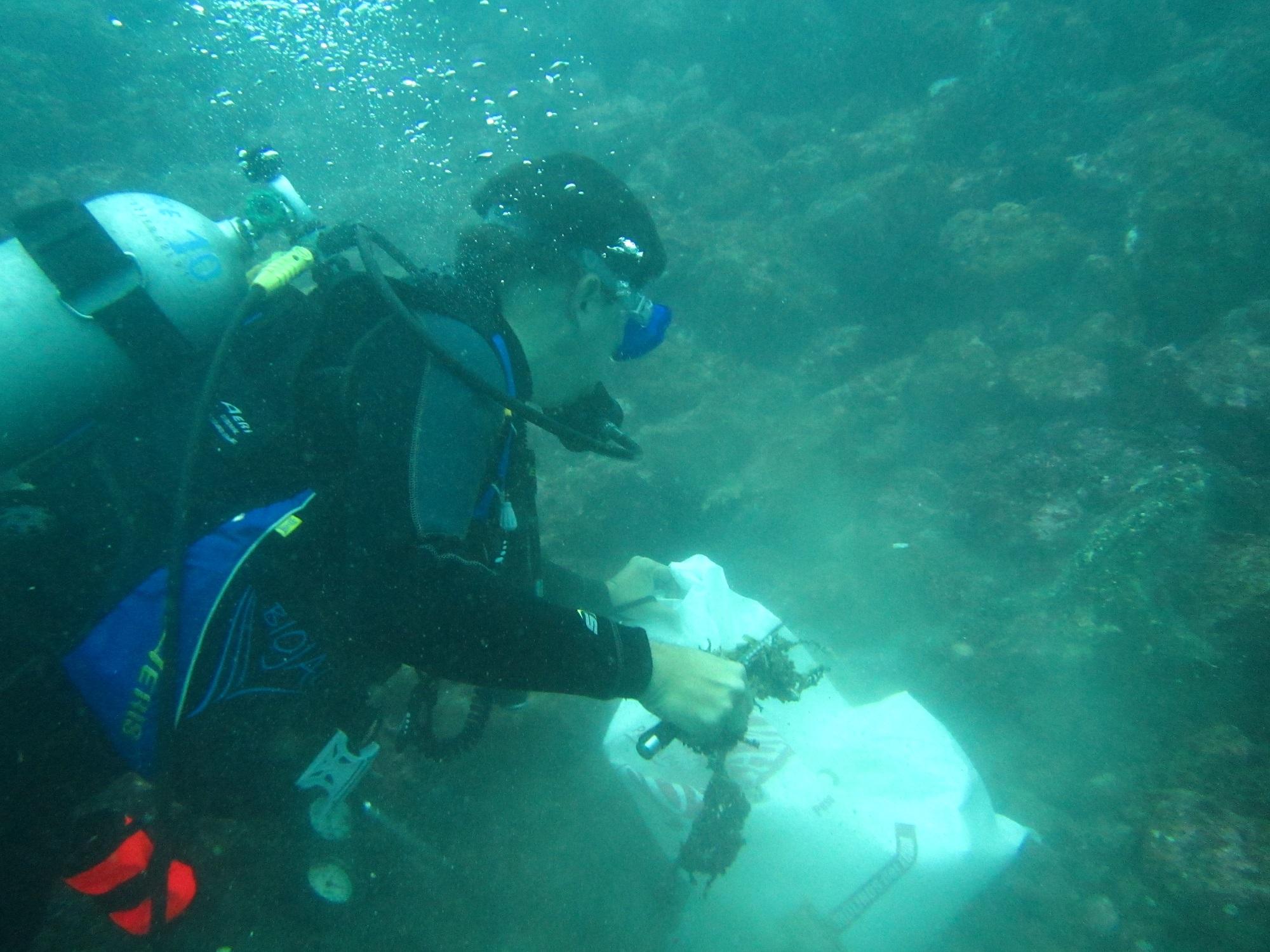 Cleaning up underwater at Olón, Puerto López, Ecuador.